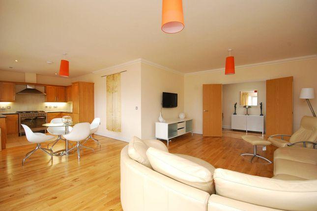 3 bed flat for sale in Ballards Lane, Finchley