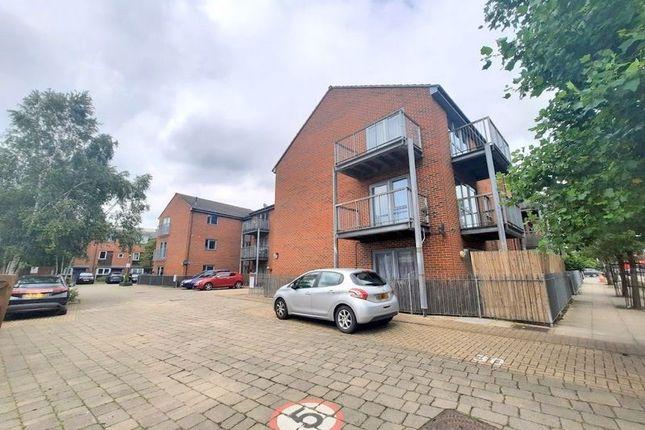 Thumbnail Flat for sale in Vantage Place, Feltham
