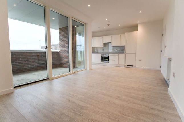 Thumbnail Flat to rent in Hamilton Mansions, Fielders Crescent