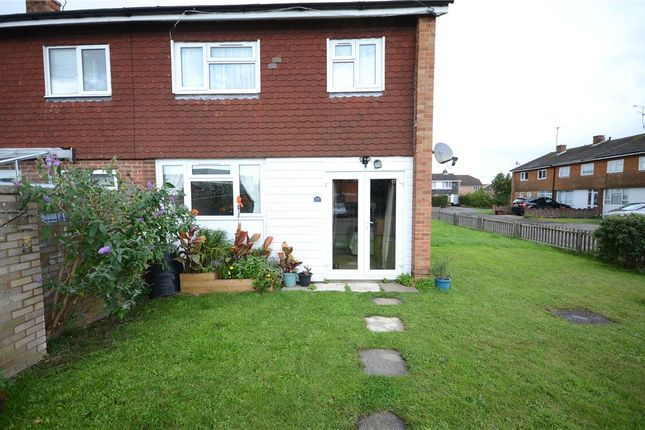 Thumbnail Flat for sale in Chequers Way, Woodley, Reading