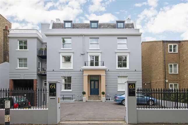 2 bed flat for sale in Clapham Common South Side, London