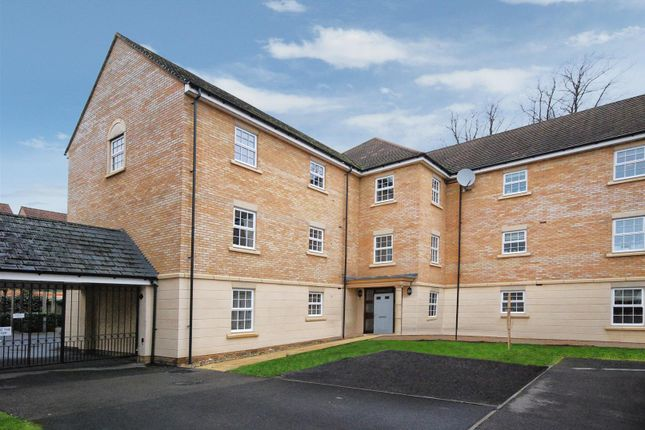 Thumbnail Flat for sale in Old College Road, Newbury