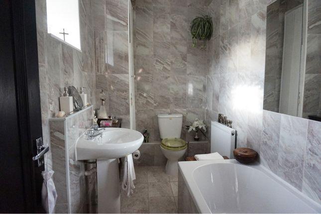 Bathroom of Trealaw Road, Tonypandy CF40