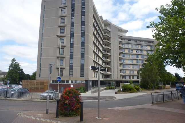 2 bed flat for sale in Park Street, Ashford