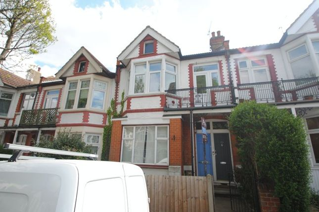Thumbnail Flat to rent in Oakleigh Park Drive, Leigh-On-Sea