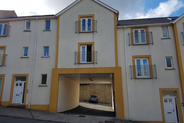 2 bed flat to rent in Pembroke Street, Pembroke Dock SA72