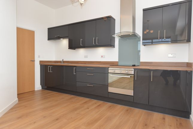 2 bed flat to rent in Millbrook Road East, Southampton