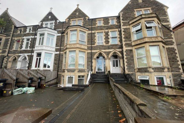 Thumbnail Flat to rent in Newport Road, Cardiff