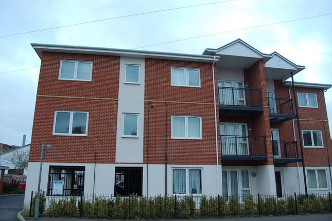 Thumbnail Flat to rent in Beaumont Court, High Wycombe