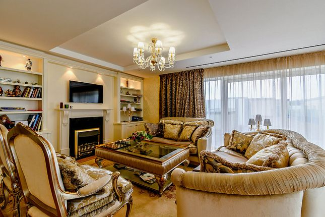 Thumbnail Flat for sale in East Drive, London
