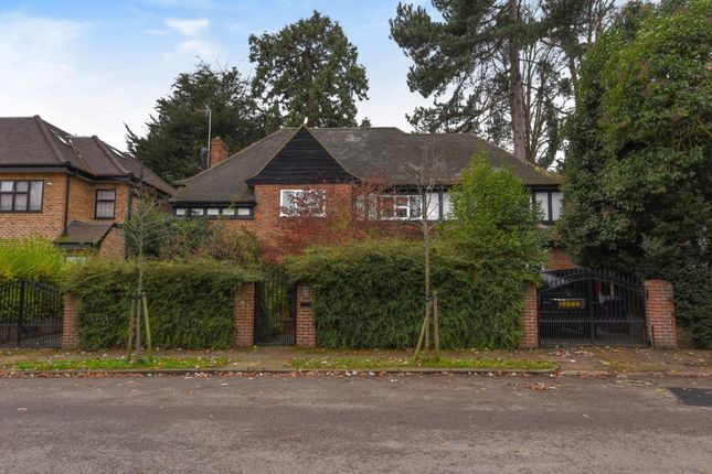 6 bed detached house for sale in Cedars Close, Hendon