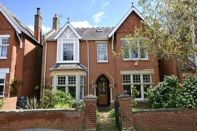 Thumbnail Detached house for sale in Kings Avenue, London