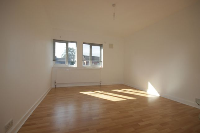 Thumbnail Flat to rent in Hull Road, Anlaby, Hull