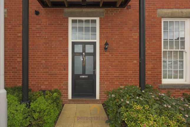 2 bed flat to rent in Sherwood Way, Epsom KT19