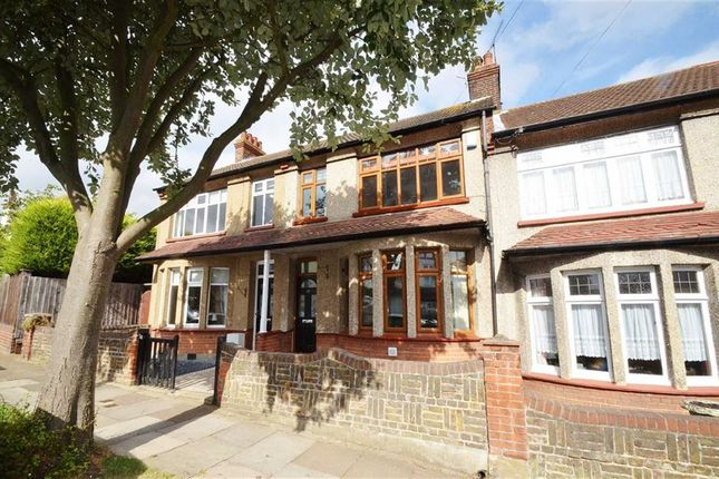Thumbnail Property to rent in Westcliff Drive, Leigh-On-Sea, Essex