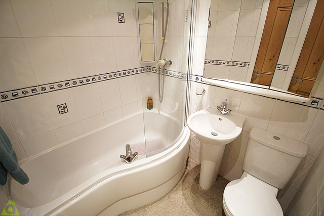 Family Bathroom of Greensmith Way, Westhoughton BL5