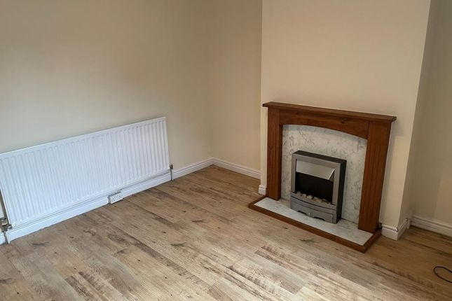 Terraced house to rent in Halesowen Road, Old Hill
