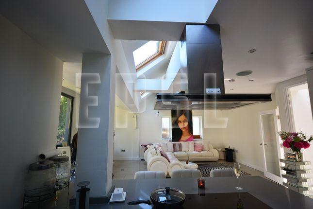 Thumbnail Detached house for sale in Hartfield Crescent, West Wickham