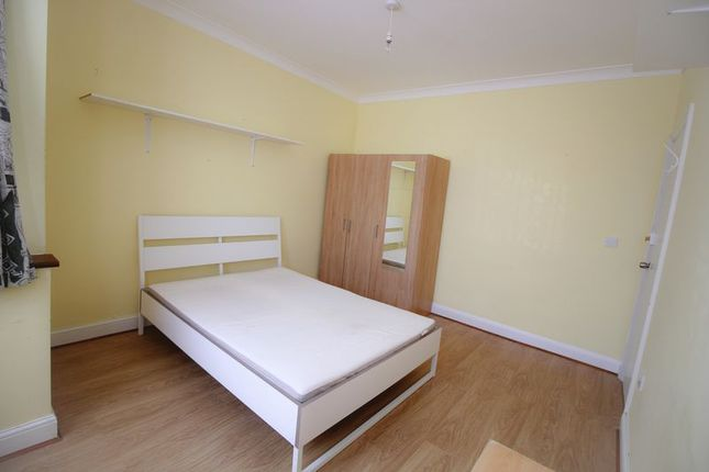 5 bed semi-detached house to rent in Leybourne Road, London