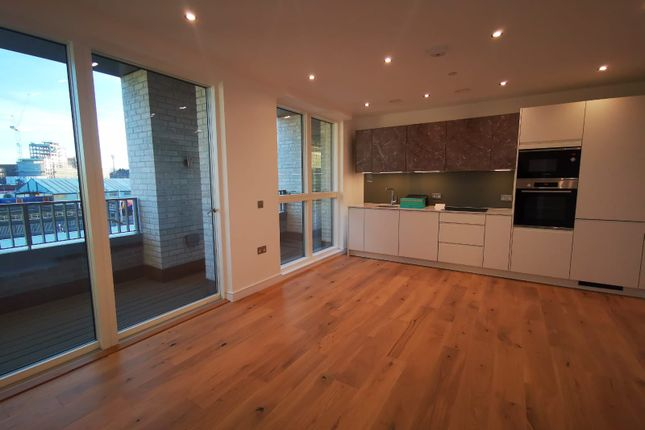 1 bed flat to rent in Duval House, Clapham Junction, London SW11