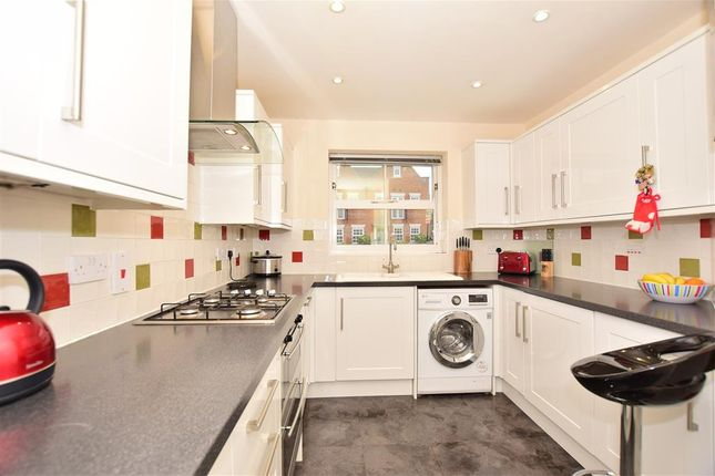 Thumbnail Town house for sale in Melrose Avenue, Kings Hill, West Malling, Kent