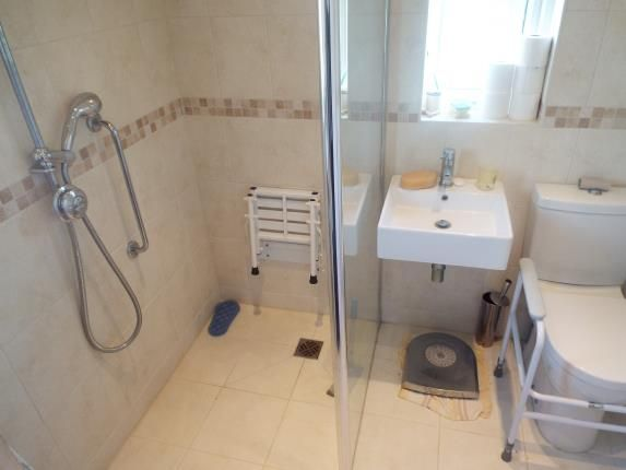Bathroom of Barwell Drive, Strelley, Nottingham NG8