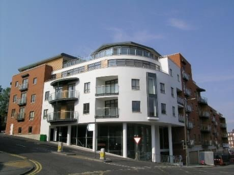 2 bed flat to rent in Trinity Gate, Epsom Road, Guildford
