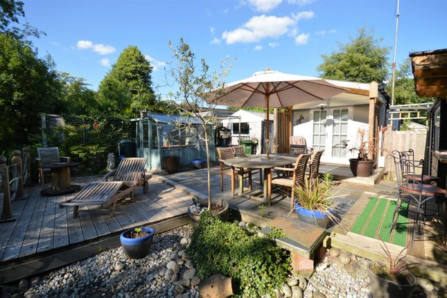 Thumbnail Mobile/park home for sale in Frogmore Home Park, Frogmore, St. Albans