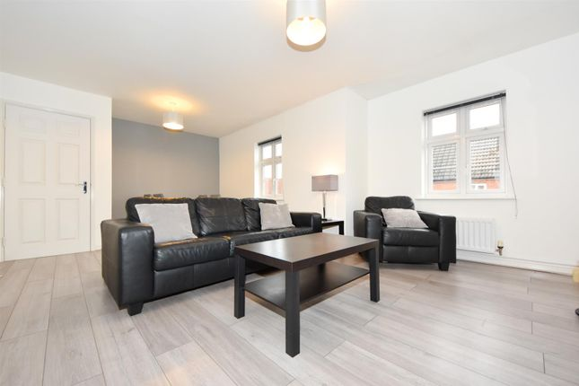 Thumbnail Flat for sale in The Marish, Chase Meadow Square, Warwick