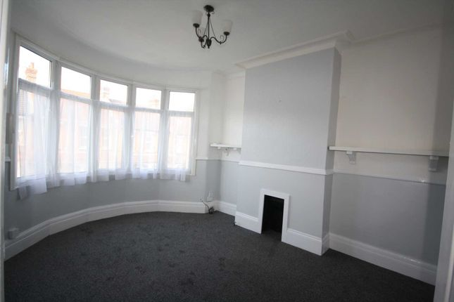 2 bed flat to rent in Northview Drive, Westcliff On Sea SS0