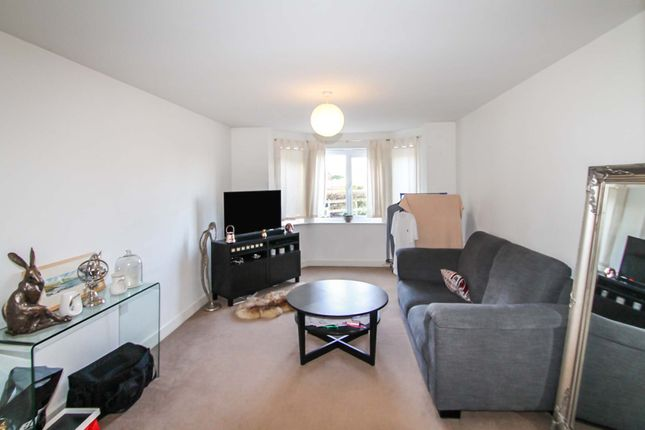 2 bed flat to rent in Pavilion Close, Stanningley, Pudsey LS28