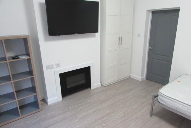Thumbnail 1 bed flat to rent in Shakespeare Street, Coventry