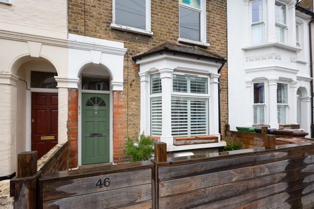Thumbnail Flat for sale in Spruce Hills Road, London