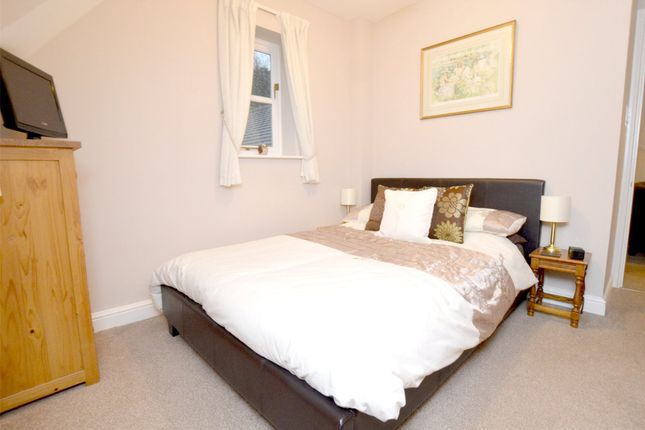 Picture No. 33 of September Cottage Selsley Road, North Woodchester, Stroud, Gloucestershire GL5