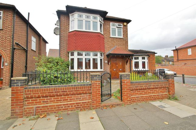 3 bed detached house for sale in Amberley Road, Enfield