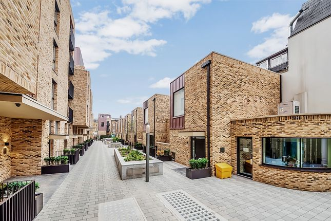Thumbnail Terraced house to rent in St Pancras Place, Hand Axe Yard, King's Cross