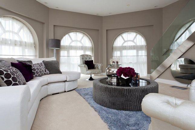 Thumbnail Flat to rent in Princess Park Manor, Royal Drive, New Southgate