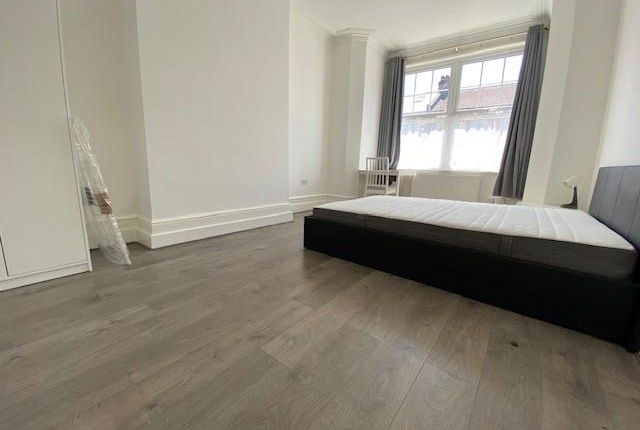 Thumbnail Room to rent in Spencer Avenue, Palmers Green