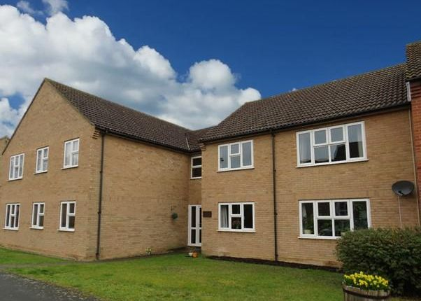 2 bed flat to rent in Crockfords Road, Newmarket CB8