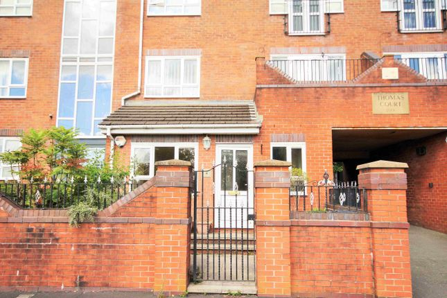 Thumbnail Flat to rent in Thomas Court, Toppings Green, Bromley Cross, Bolton