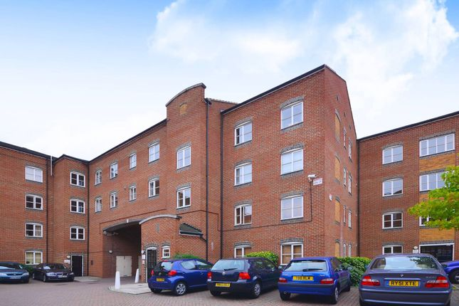 Thumbnail Flat to rent in Otter Close, Stratford