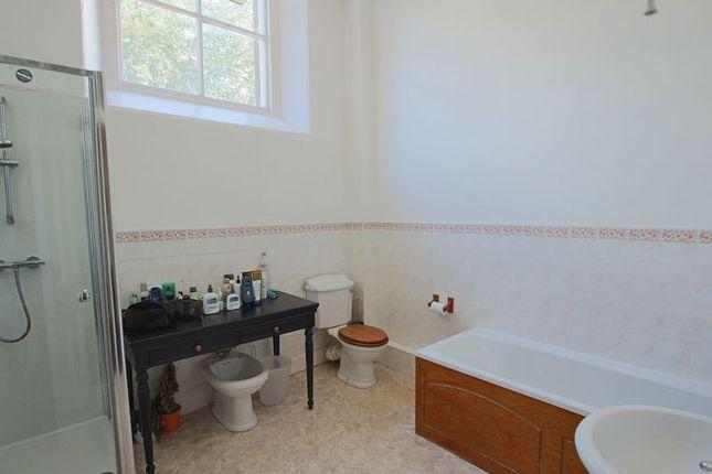 Family Bathroom of Hazel Drive, Dundee DD2