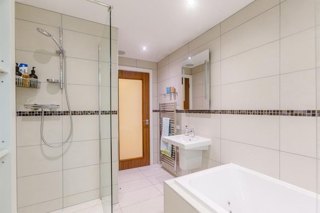 Master Ensuite of Manera Apartments, 46 King Street West, Manchester M3