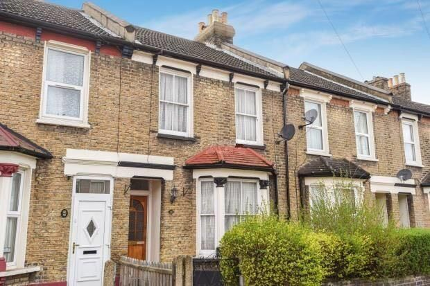 3 bed flat to rent in Meadow View Road, Thornton Heath