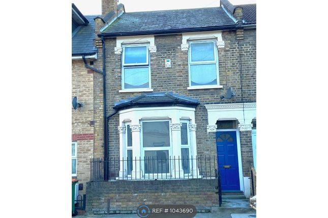3 bed terraced house to rent in Torrens Road, London E15