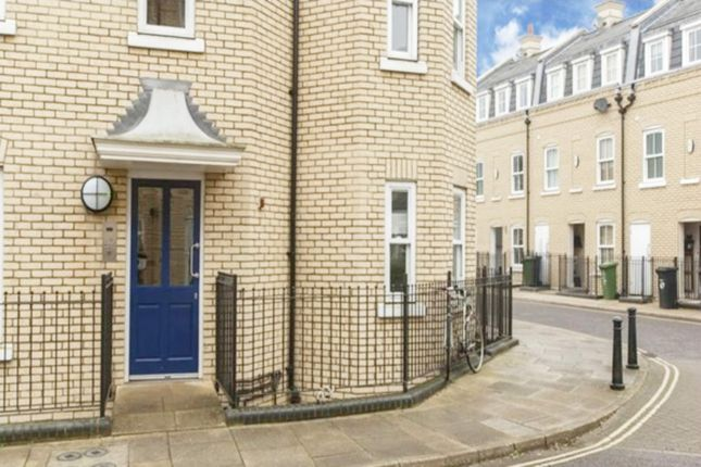 Thumbnail Flat for sale in St Matthews Gardens, Cambridge