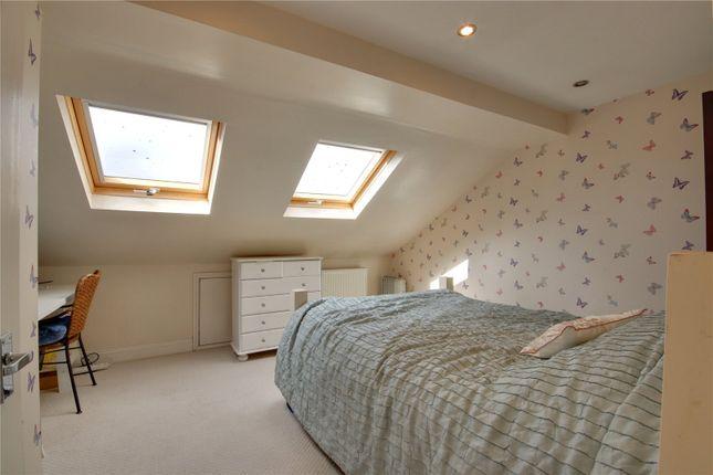 Picture No. 03 of Bertram Road, Enfield EN1