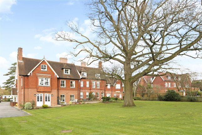 2 Bed Flat For Sale In Wray Coppice Oaks Road Reigate