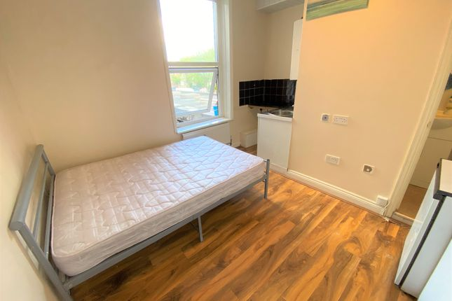 Thumbnail Flat to rent in West Green Road, Turnpike Lane