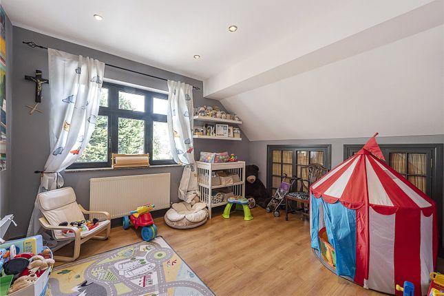 Bedroom of Kenver Avenue, London N12